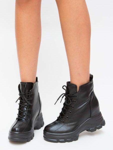 Modele Noi De Sneakersi