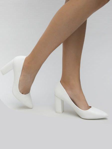 Pantofi Albi Cu Toc Gros La Moda