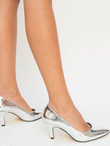 Pantofi Argintii De Lac Cu Toc Mediu
