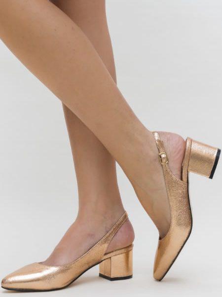 Pantofi Aurii Cu Toc Mic Decupati La Spate