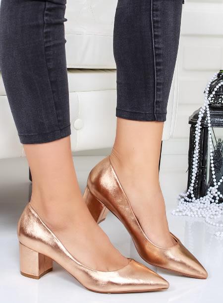Pantofi Aurii Cu Varf Ascutit Si Toc Mic