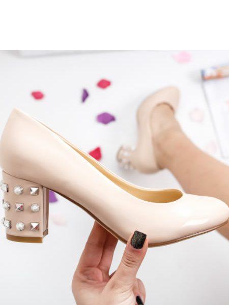 Pantofi Bej Cu Toc Mediu Si Gros Cu Tinte Si Perle