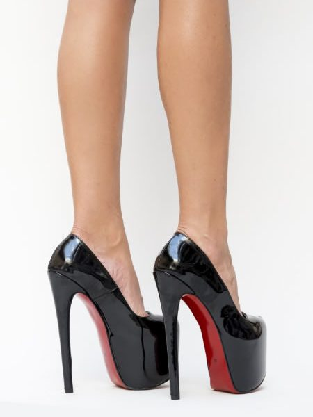 Pantofi Cu Toc Foarte Inalt Si Platforma