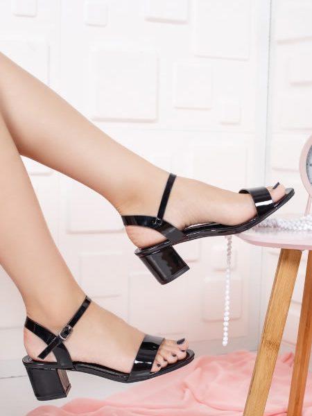Sandale Cu Toc Mediu Patrat