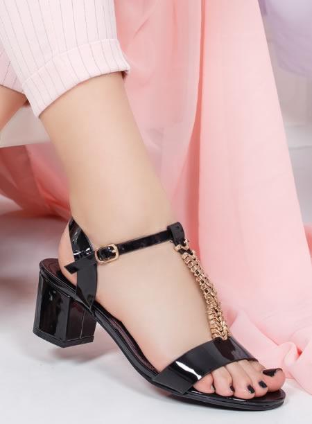 cod promoțional mereu popular produse de calitate Sandale elegante cu toc mic. Potrivite pentru tinutele de seara