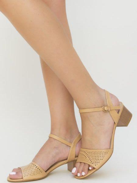 Sandale Perforate Cu Toc Mic Bej
