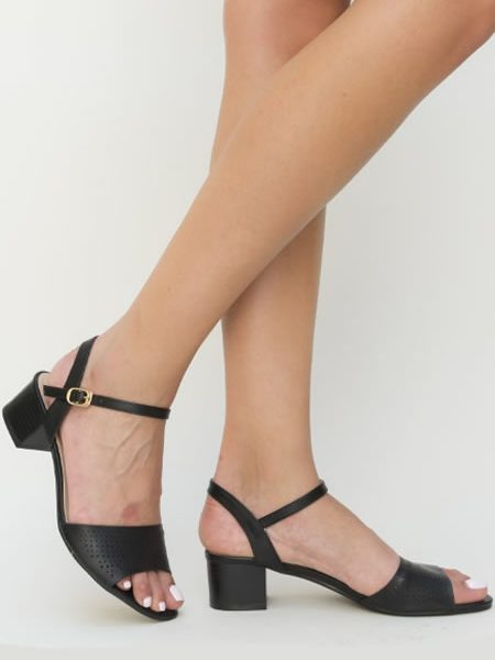 Sandale Perforate Cu Toc Mic Negre