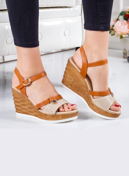 Sandale Bej Perforate Cu Platforma Inalta