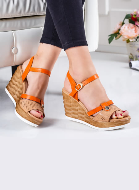 Sandale Bej Perforate Cu Platforma