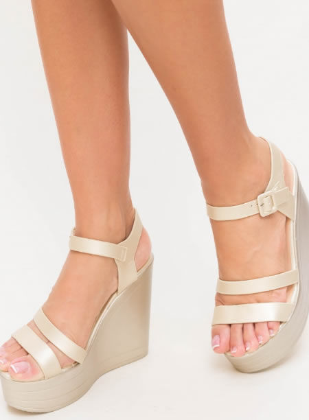 Sandale Cu Platforma Inalta Bej