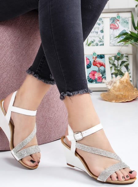 Sandale Cu Platforma Joasa Albe
