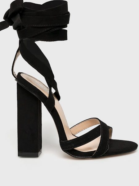 Sandale Cu Toc Gros Si Snur Pe Picior