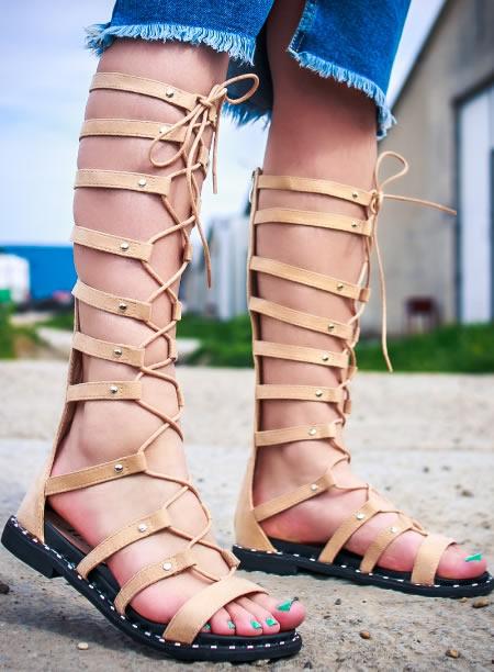 Sandale Gladiator Bej Cu Siret Pe Picior